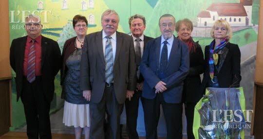le-nouveau-maire-honoraire-de-sombacour-1447701064